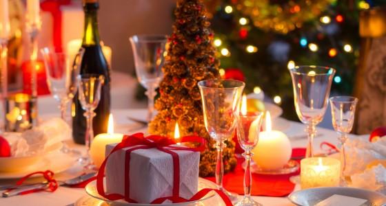Festlich gedeckter Tisch an Weihnachten – So wird er zum Eyecatcher