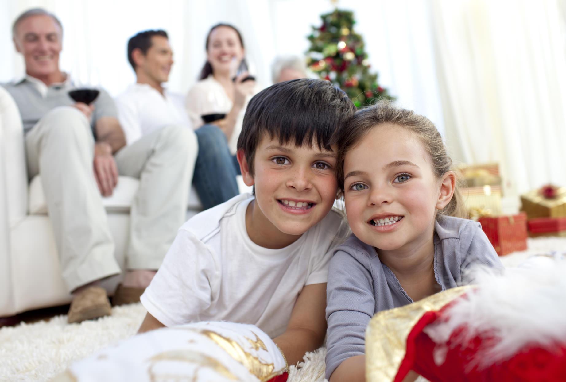 wie die kinder oma und opa zu weihnachten berraschen. Black Bedroom Furniture Sets. Home Design Ideas