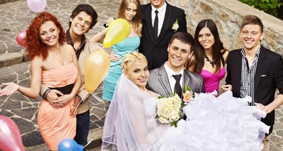 So findet das Brautpaar und seine Hochzeitsgäste das ideale Hochzeits-Outfit
