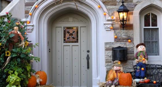 schaurige halloween deko f r zuhause glad rags. Black Bedroom Furniture Sets. Home Design Ideas