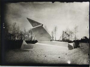 """Das """"Denkmal der Märzgefallenen"""" (Weimar 1922)"""