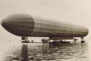 """Zeppelin """"LZ 2""""-Flug im Jahr 1905"""